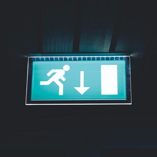 Nød- og panikbelysning til boligforening og erhverv