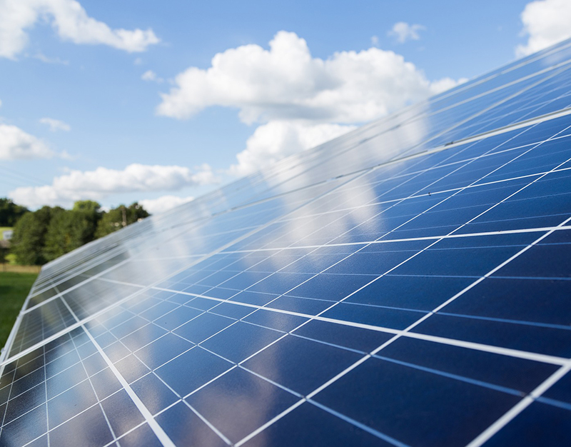 Vedvarende energianlæg - varmepumper og solceller